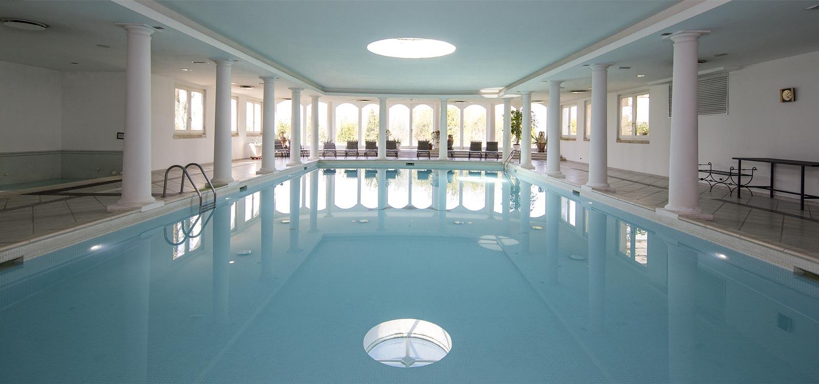 La Piscina del Resort Le Case a Macerata