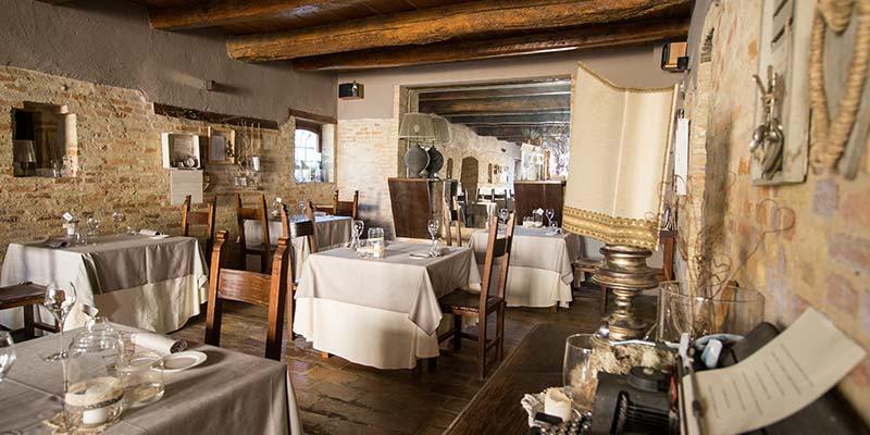 Il salone del Ristorante L'Enoteca - Le Case Macerata